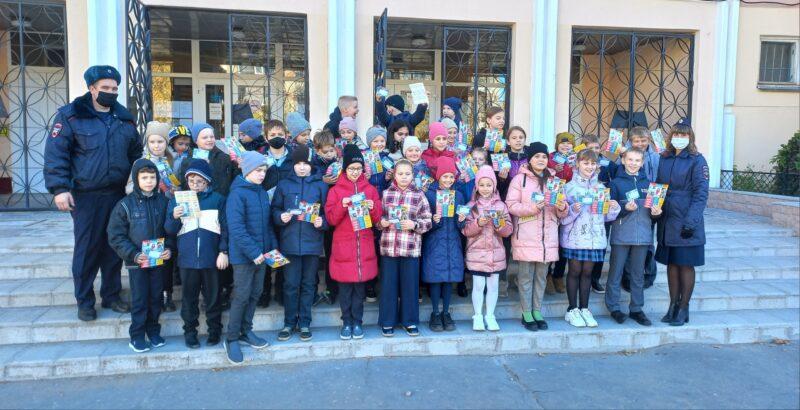Сотрудники Госавтоинспекции Твери провели школьников по основным маршрутам