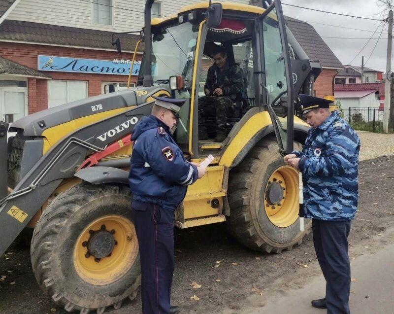 В Лихославльском районе инспекторы проверяли самоходную технику