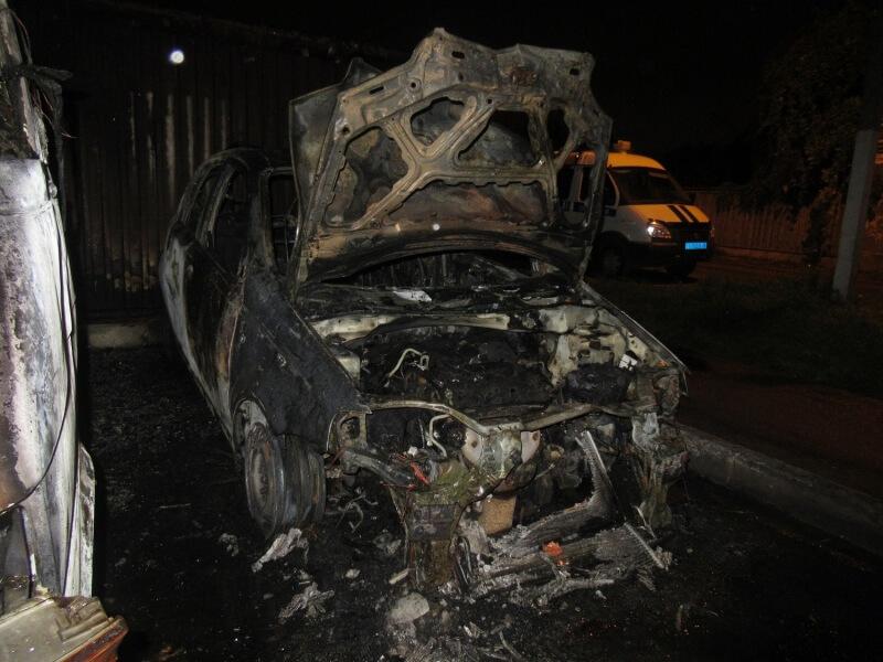 Рецидивист поджег автомобиль в Заволжском районе Твери