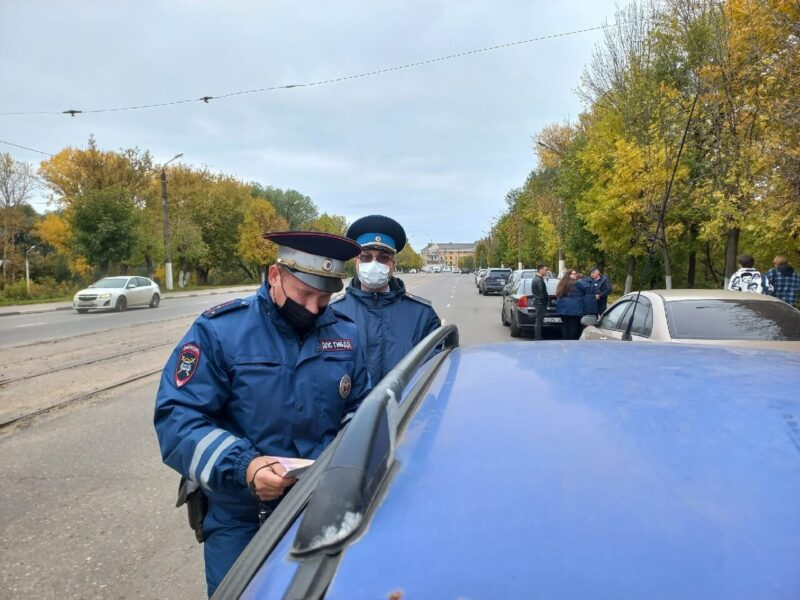 У трех должников арестовали машины во время рейда в Твери