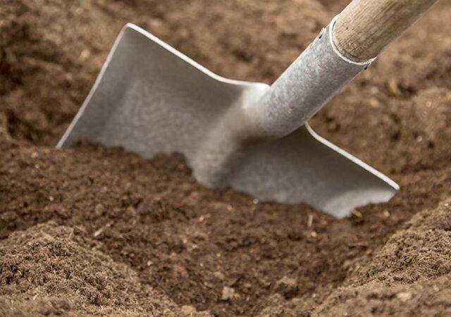 В Тверской области мужчина заставил соседа копать самому себе могилу