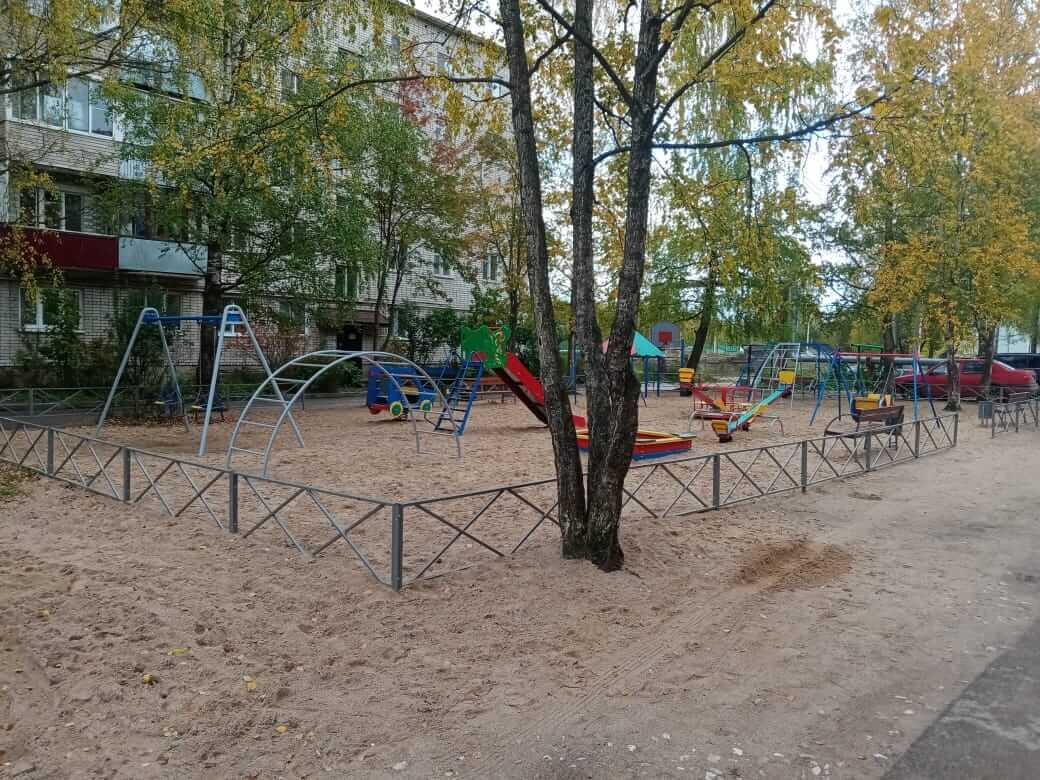 В Вышневолоцком округе поставили новую детскую площадку