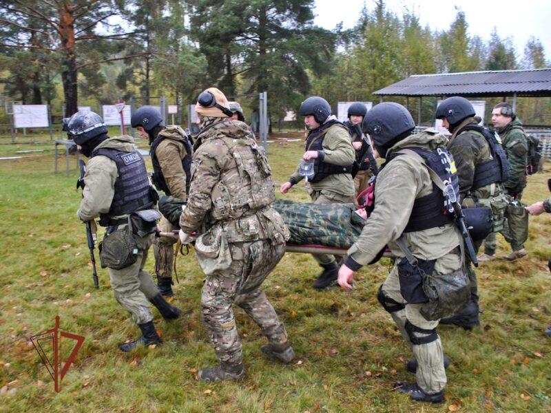 Тверской медицинский спецназ Росгвардии спас «раненого» бойца