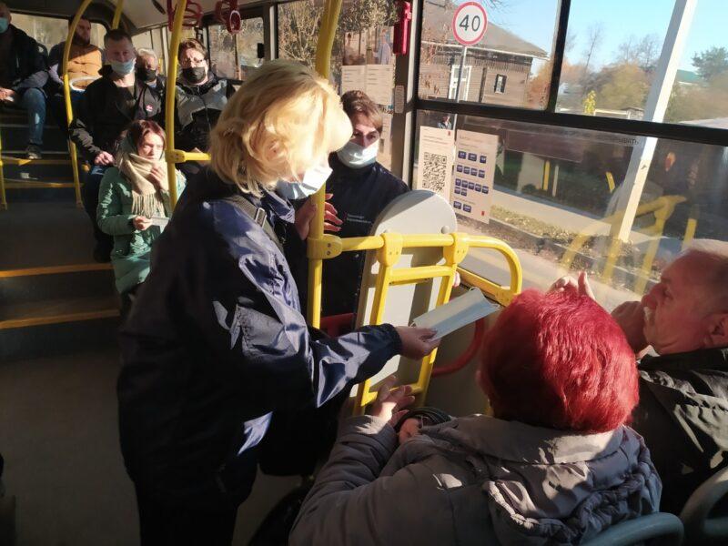 В общественном транспорте в Кимрах пассажирам раздали маски