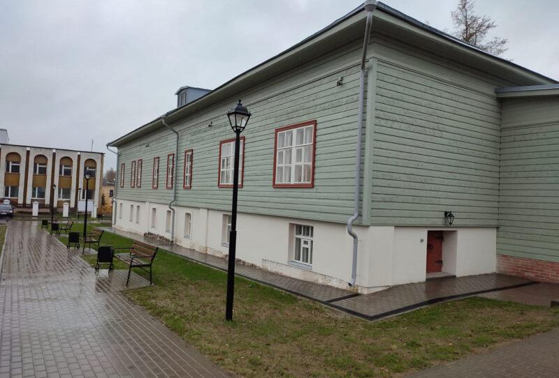 Вещи писателя Вячеслава Шишкова и композитора Василия Андреева покажут в отреставрированном Бежецком музее