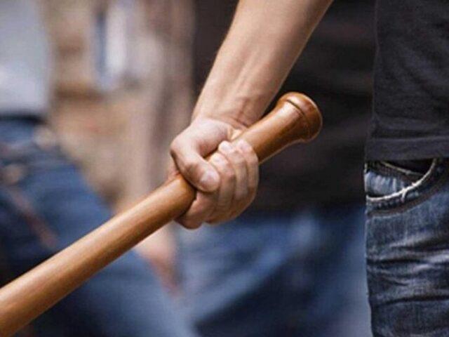 В Тверской области трое мужчин ограбили дом, угрожая хозяйке пистолетом, ножом и битой