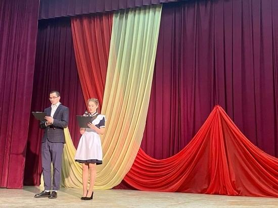 С профессиональным праздником поздравили учителей Андреаполя