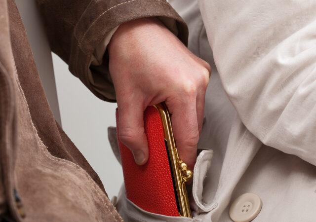 В Тверской области мужчина украл деньги у своей бабушки