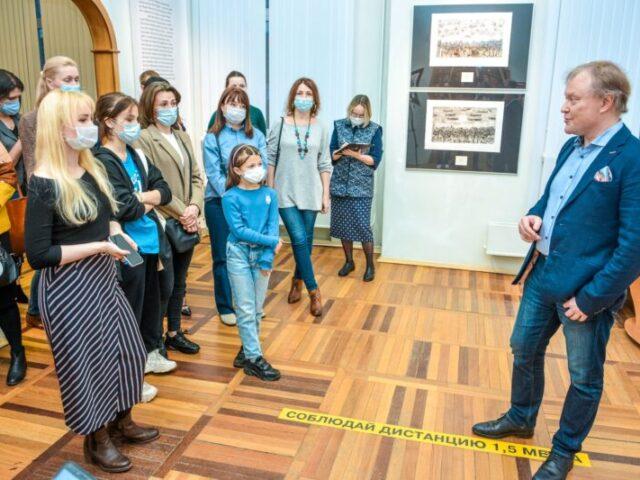 """Жители Твери еще могут попасть на выставку """"Три эпохи Марка Шагала"""" бесплатно"""